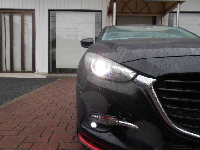 照射範囲を自動でコントロールするハイビームと、より広い範囲を照射するロービームの組み合わせで夜間の視認性を高めてドライバーの危険認知をサポートしてくれるALHを装備!