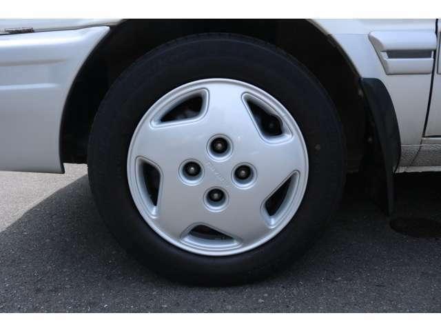 パートタイム4WD。ステアリングラックピニオンアッセンブリー交換済。鉄ホイール塗装済+ホイールキャップリペア済+タイヤ新品交換。