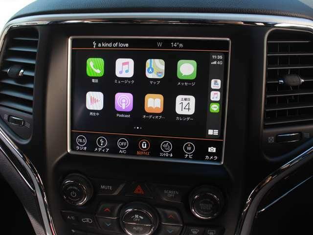 フルカラーディスプレイに最新世代の「Uconnect」を採用し、スマートフォンの各種機能を車載機器で操作できるようにする、Apple CarPlayやAndroid Autoに対応しております。