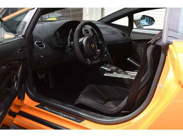インテリアカーボンパッケージ アルカンタラインテリア カーボン製レーシングシート