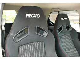 スズキが真剣に走りにこだわって作り込んだアルトワークスはシートもレカロシートで座ったホールド感もスポーツカーならではです。
