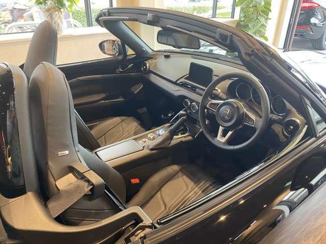 オープンカーならではの、爽快感はロックスターのような車両だからこそ特別な気持ち体感できます。