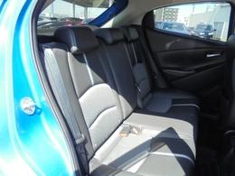 セカンドシートも座り心地良く,快適なドライブを楽しめます。