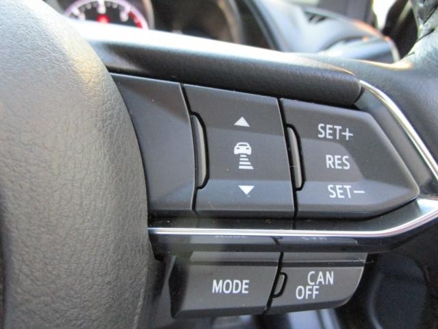 【マツダレーダークルーズコントロール】ミリ波レーダーで低速域~高速域まで、先行車との車間を維持しながら追従走行を可能にします。長距離走行などでドライバーの負担を軽減します。