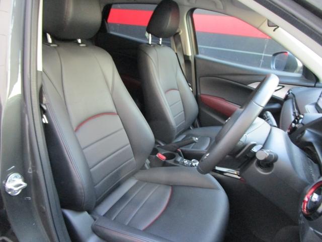 【運転席】人間工学に基いた設計により、楽な姿勢で運転できます。