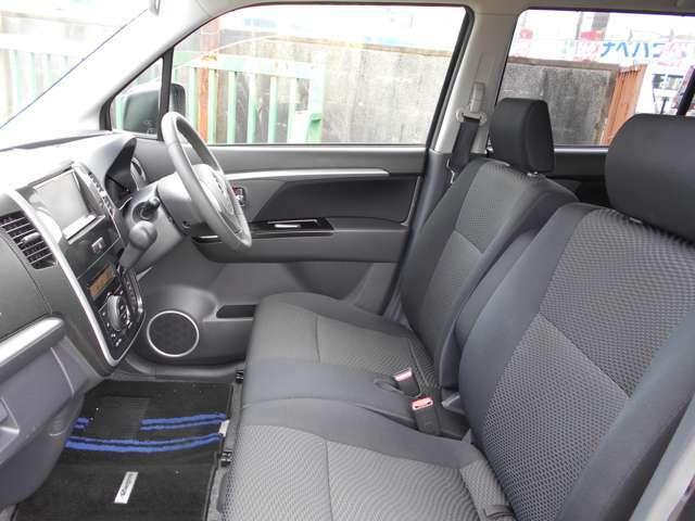 全てのお車ルームクリーニング施工してます!前後のシート全て外しての専用機械でのルームクリーニング♪シートのシミや汚れはモチロン♪女性にも大好評の抗菌や消臭仕上げを行っております♪