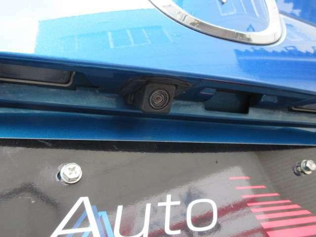 後退時には便利なオプション・駐車が苦手な方にも安心なカラーバックモニターを装備
