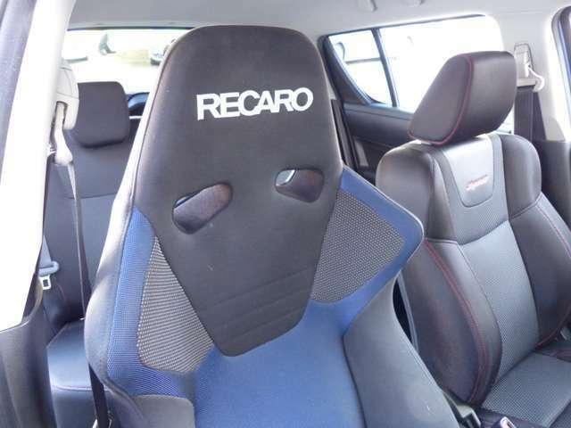 運転席にはレカロシート装着!