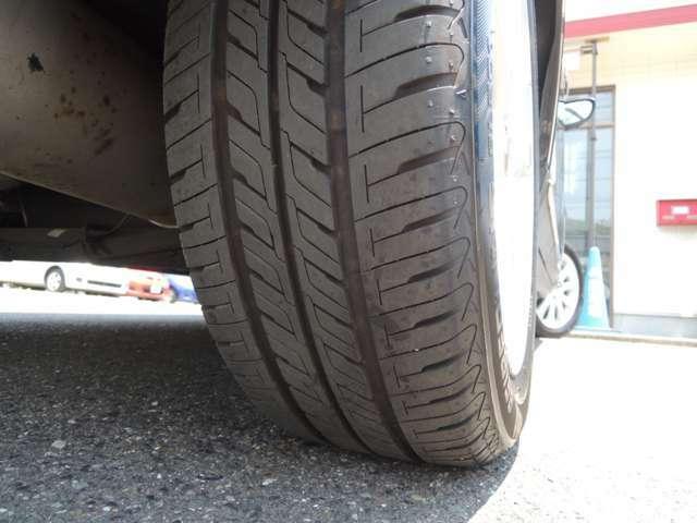 ★タイヤの残り溝も十分残っています!! 写真は右後ろタイヤです!!