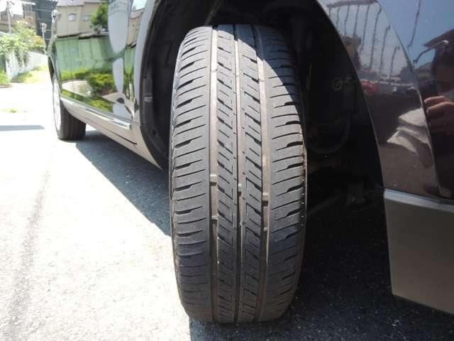★タイヤの残り溝も十分残っています!! 写真は右前タイヤです!!
