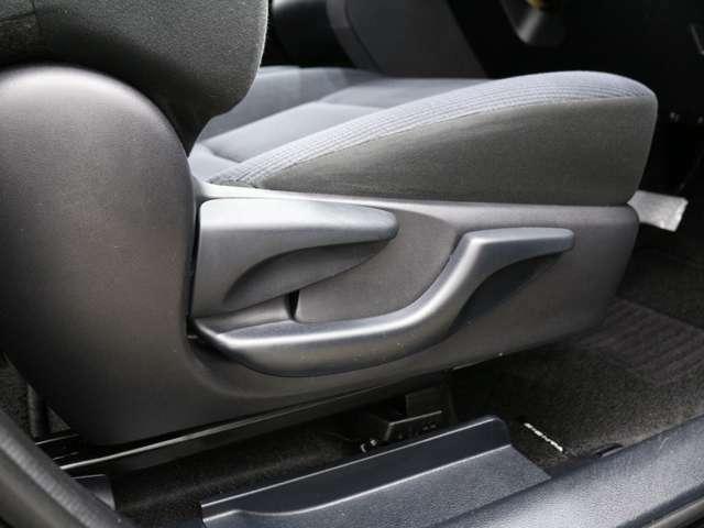 ★シートリフター★お乗りになる方に合わせてドライブシートの座面の高さをお好みの位置に調整できます!自分の目線にあった高さに調整して安全で快適なドライブを・・・。