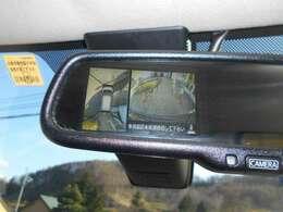アラウンドビューモニター装備なので上から見下ろす感覚で駐車することが出来ます。 画像はルームミラーに映ります。