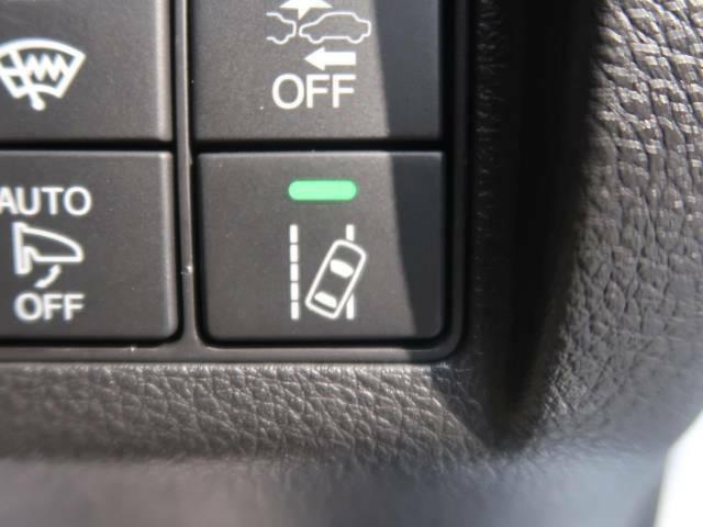 【車線逸脱警報】付☆例えば。。。長距離運転で疲れてウトウト。ふらふら運転で車線を割って走ってしまった。そんなときに役に立つのがこの装備!車線をまたぐと音でお知らせしてくれます!