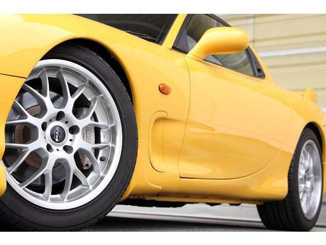 【拠点工場の設備】拠点のガリバー関東商品化センターは、車検・整備はもちろん板金・クリーニング設備までを網羅。スポーツカー選びをサポート致します。