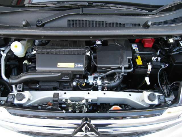 eKワゴンは減速時(約13km/h以下)からエンジンが停止するコーストストップ機能付のオートストップ&ゴーを搭載!ガソリンのムダな消費を抑えてエコドライブをしっかりサポートします。