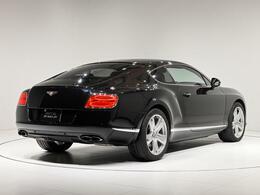 全長4820×全幅1945×全高1410(mm)。車両重量2380kgになります。