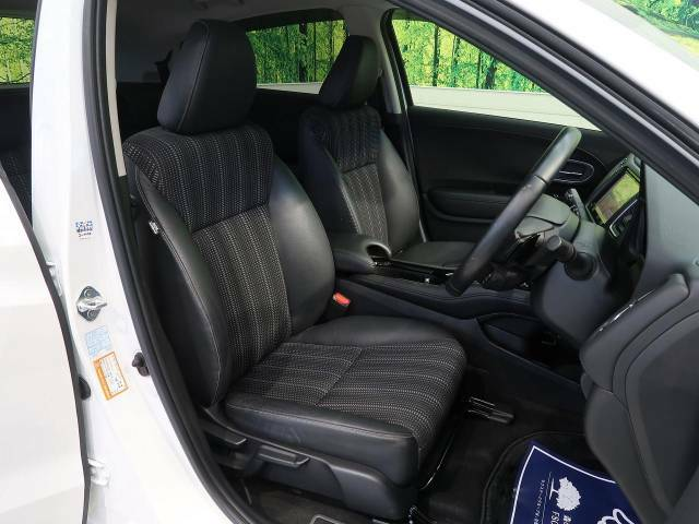 運転席まわりには十分なスペースがあり、大柄な方でもゆったり運転していただける環境です。