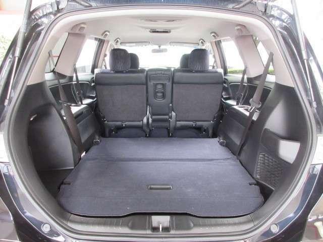 サードシートの収納で、より広いラゲッジスペースとなります。