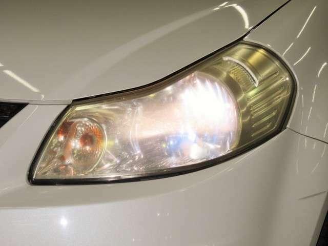 ヘッドライトはハロゲンです。表面のくすみが気になりだしたら別途有料でヘッドライトコーティングのメニューもご用意しております