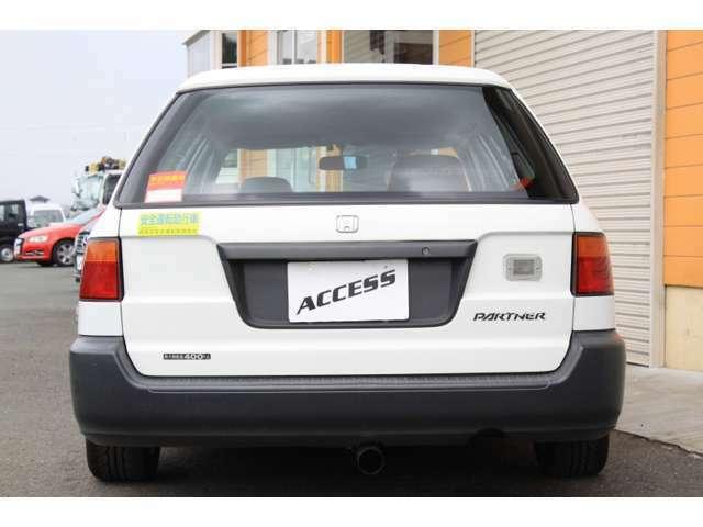ナンバーは4ナンバーです。小型貨物車登録です。車検は1年車検、諸費用はおおよそ28000円です。自動車税は年間17600円ぐらいです。