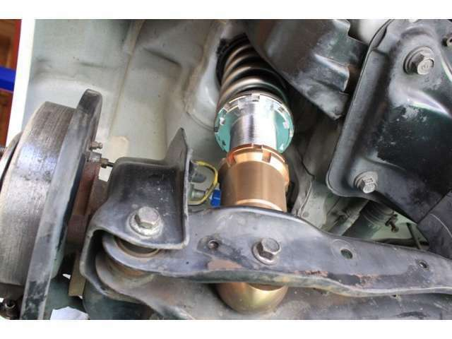 スプーン社製車高調、フロントエキマニ、は新品にて取り付け。車高調バネレートはフロント18キロリア16キロです。