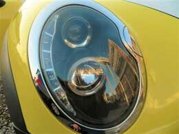 社外ヘッドライト♪くもりやすいヘッドライトはとってもきれい♪せっかくボディがきれいでもヘッドライトが黄ばんでいたら残念ですね♪ライトがきれいだと車のイメージもグッと良くなります♪