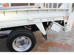 バイク積載 600kg 垂直パワーゲート ガソリン車 荷台寸法長さ220幅157 Pゲート寸法長さ160幅152対角202cm 大型2台OK 低走行程度良好