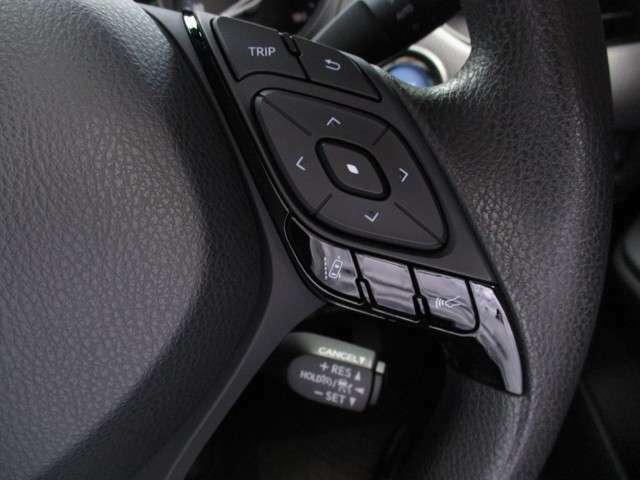 ステアリングスイッチと前車追従機能付きレーダークルーズコントロールスイッチ