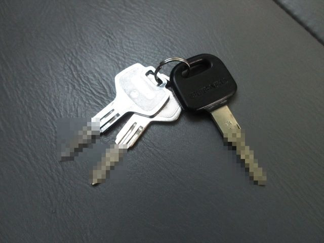キーレス無しの鍵が3本です。