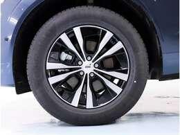 18インチのブラックのホイールが車の印象を引き締めます!タイヤもボルボ車専用タイヤなので心地よい乗り心地を体感できます。