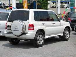UV&ヒートプロテクトガラス+UVカットプライバシーガラス 背面タイヤ/背面タイヤハードカバー付 リアワイパー 衝突安全ボディー