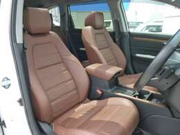 レザーシートです。前席パワーシートを採用。