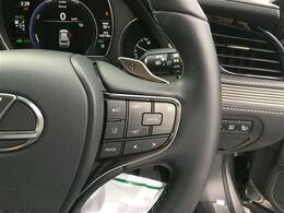【LEXUS CO DRIVE】ドライバーの運転意図と調和した操舵支援や、レーンチェンジの運転支援を可能とする機能により、カーブが多い高速道路や渋滞時でも途切れのない運転支援を実現します。