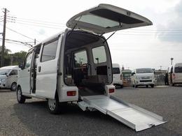 ダイハツ ハイゼットカーゴ 660 スローパー リヤシートレス仕様 折り畳み補助シート付き 電動ウィンチ キーレス 走行1.3万km