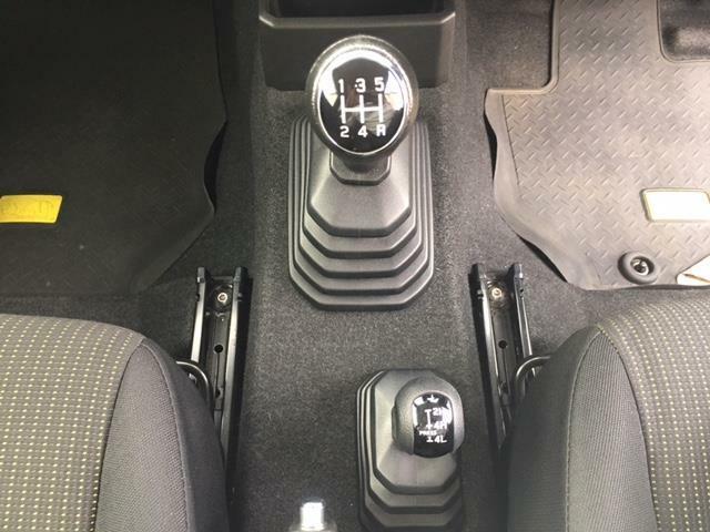 ◆禁煙車◆5速マニュアル◆SUZUKIセーフティサポート(デュアルカメラブレーキサポート・車線逸脱警報・ハイビームアシスト)◆ディスプレイオーディオ(DVD/ Bluetooth)◆LEDヘッドライト◆クルーズコントロール◆