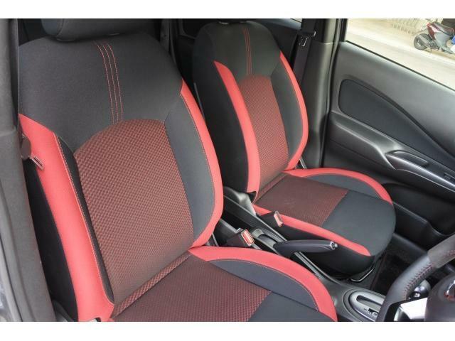 ゆったりとした運転席廻り♪運転席側はシートリフター機能も搭載しており、ドライビングポジションを思いのままに決めていただけます。