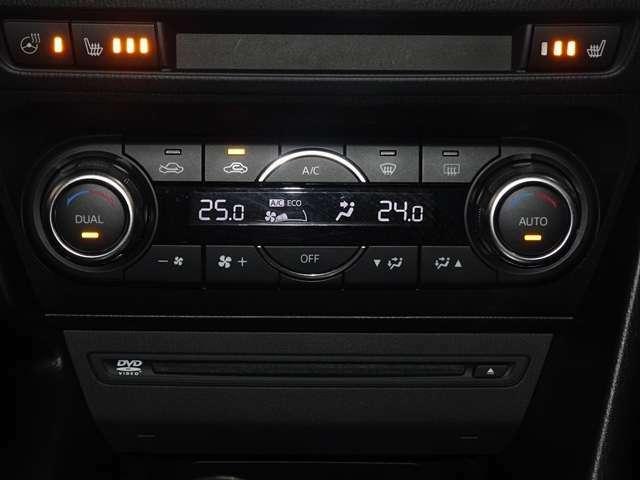 寒い朝でもお尻を暖めてくれるシートヒーター、手のひらも暖めてくれるハンドルヒーター付きです。