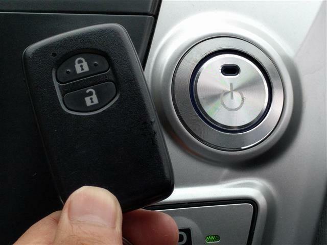 【スマートキー】鍵を取り出す必要がないので非常に便利です。【プッシュスタート】鍵を取り出さなくてもプッシュでエンジンスタート♪便利ですよ!