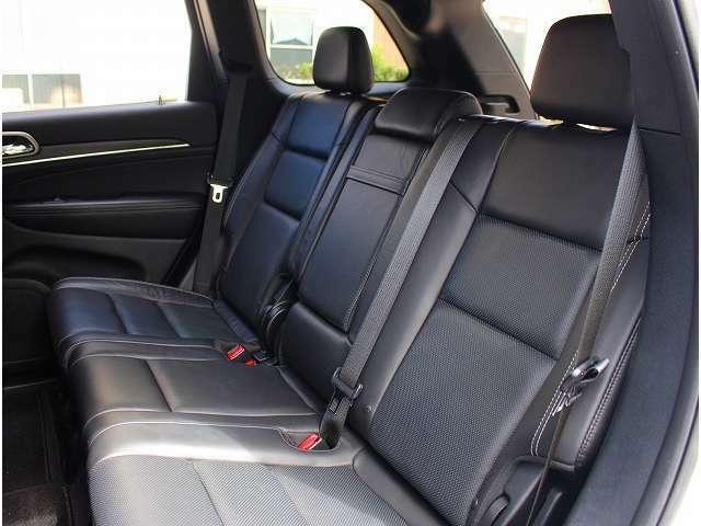 リミテッドグレード以上には、セカンドシートにもシートヒーターが標準装備されております。人数や荷物の大きさによってアレンジが可能です。ご要望に応じたカスタムをご提案させて頂いております。