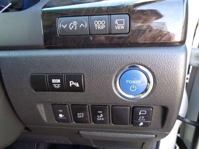 ブレーキを踏みながら、パワースイッチを押すだけでエンジンがかかります!