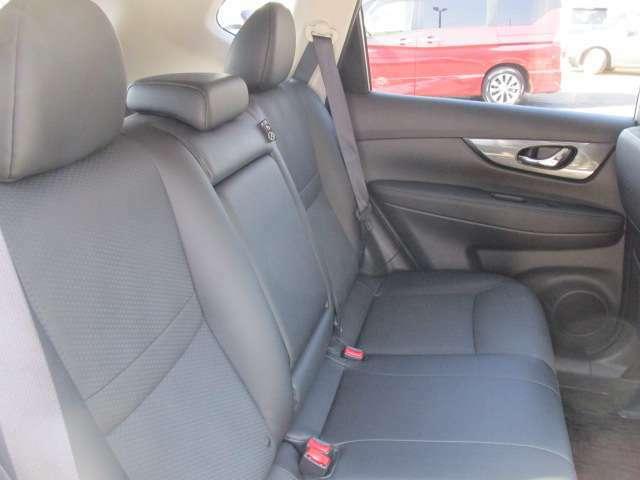 後席もさすがSUVで座り心地もよく広さもすごく広いのでロングドライブでも疲れません。