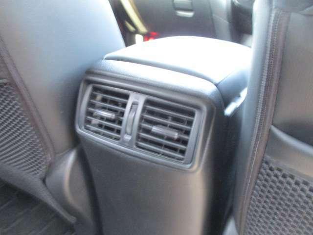 エアコン噴出し口がありますのでこれで空気を循環させます。