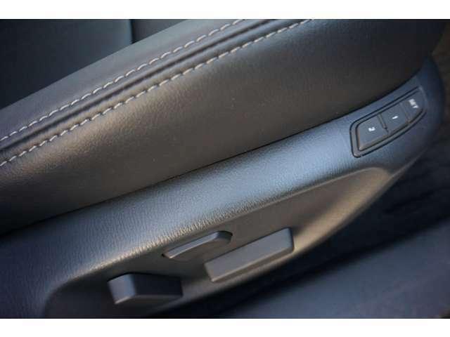 運転席は【メモリー機能付きパワーシート】ドライバーお二人分までを記憶致します!