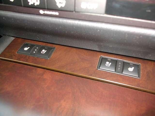 シートヒーターにシートエアコン装備の革シート!