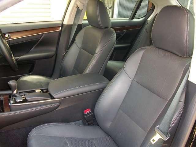 メモリー機能付きのフロントパワーシート車で快適室内!