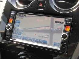 フルセグメモリーナビでCD・DVD再生はもちろん、ブルートゥース機器の接続が可能です。