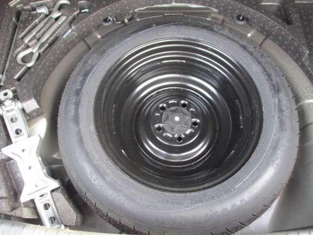 スペアタイヤが搭載されてますので安心ですね。