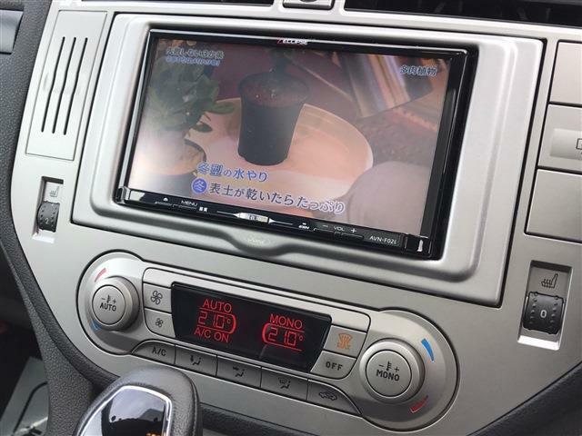 ☆エクリプス製 「AVN-F02i」フルセグメモリーナビが装着されています。その下には運転席・助手席のシートヒータースイッチがあります。尚、エアコンも左右シートで設定温度を変えられるデュアルタイプとなっていま