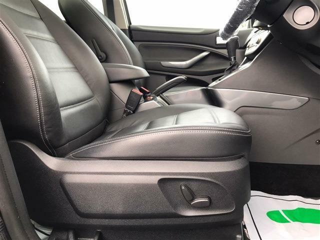 ☆運転席は6ウェイパワーシートとなっています。便利なだけでなく、所有する喜びを盛り上げてくれる部分でもあります。