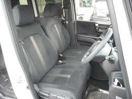 内装色は黒です♪モケットシートに生地に特徴があり品がありまっすね♪